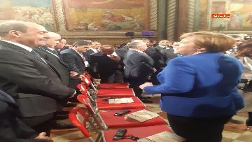 1 - Zingaretti e Merkel alla cerimonia di consegna della Lampada della Pace al re di Giordania