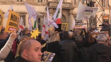 1 - Movimento Cinque Stelle manifesta conro i vitalizi a Roma