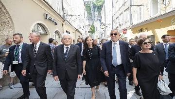 1 - Mattarella nel centro storico di Salisburgo, insieme al Presidente della Repubblica d'Austria