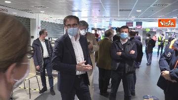 11 - In volo con il ministro Boccia e gli infermieri volontari che vanno al nord a combatter il covid