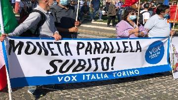 1 - Sovranisti e negazionisti Covid in piazza a Roma, le foto