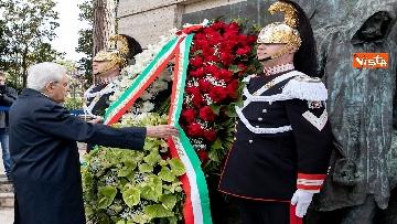 5 - Primo Maggio, Mattarella depone corona fiori al monumento per le vittime sul lavoro