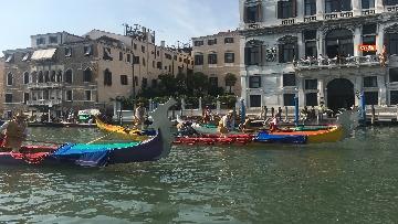 8 - Il giorno della 'Regata Storica' a Venezia, il tradizionale corteo di barche in Canal Grande