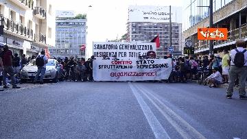 3 - Manifestazione Loreto, Rete anarchica milanese in corteo lungo via Padova