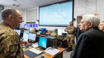 10 - Mattarella visita il contingente impegnato nell'Operazione Strade Sicure