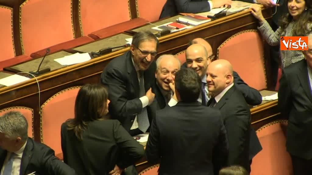 24-03-18 Renzi tra 'avversari' politici, prima scherza con Larussa poi saluta Ghedini e Bongiorno 03_482499440959834294444