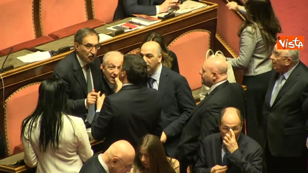 24-03-18 Renzi tra 'avversari' politici, prima scherza con Larussa poi saluta Ghedini e Bongiorno 03_486831735100978994710