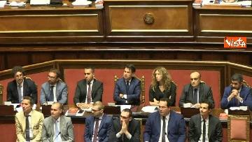3 - Dl dignità approvato al Senato con 155 voti, Di Maio abbraccia Conte e il Pd protesta in aula