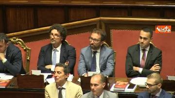 2 - Dl dignità approvato al Senato con 155 voti, Di Maio abbraccia Conte e il Pd protesta in aula