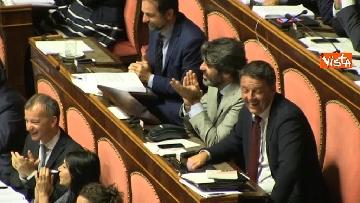 7 - Dl dignità approvato al Senato con 155 voti, Di Maio abbraccia Conte e il Pd protesta in aula