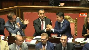 4 - Dl dignità approvato al Senato con 155 voti, Di Maio abbraccia Conte e il Pd protesta in aula