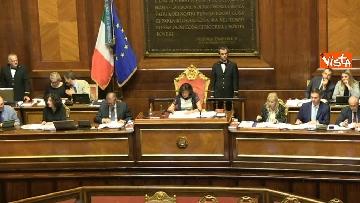 9 - Dl dignità approvato al Senato con 155 voti, Di Maio abbraccia Conte e il Pd protesta in aula