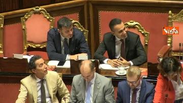 12 - Dl dignità approvato al Senato con 155 voti, Di Maio abbraccia Conte e il Pd protesta in aula
