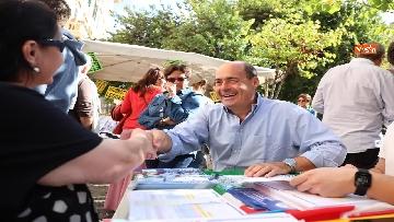 12 - Zingaretti al Banchetto Pd a Piazza Cola di Rienzo a Roma