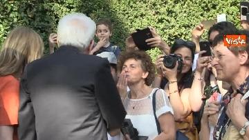 5 - Il Quirinale apre le porte al pubblico, e Mattarella saluta i cittadini