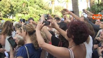 13 - Il Quirinale apre le porte al pubblico, e Mattarella saluta i cittadini