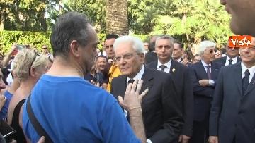 10 - Il Quirinale apre le porte al pubblico, e Mattarella saluta i cittadini
