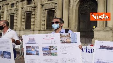 3 - Nuovo stadio Milano, Flash Mob comitati cittadini a Palazzo Marino, le immagini del presidio