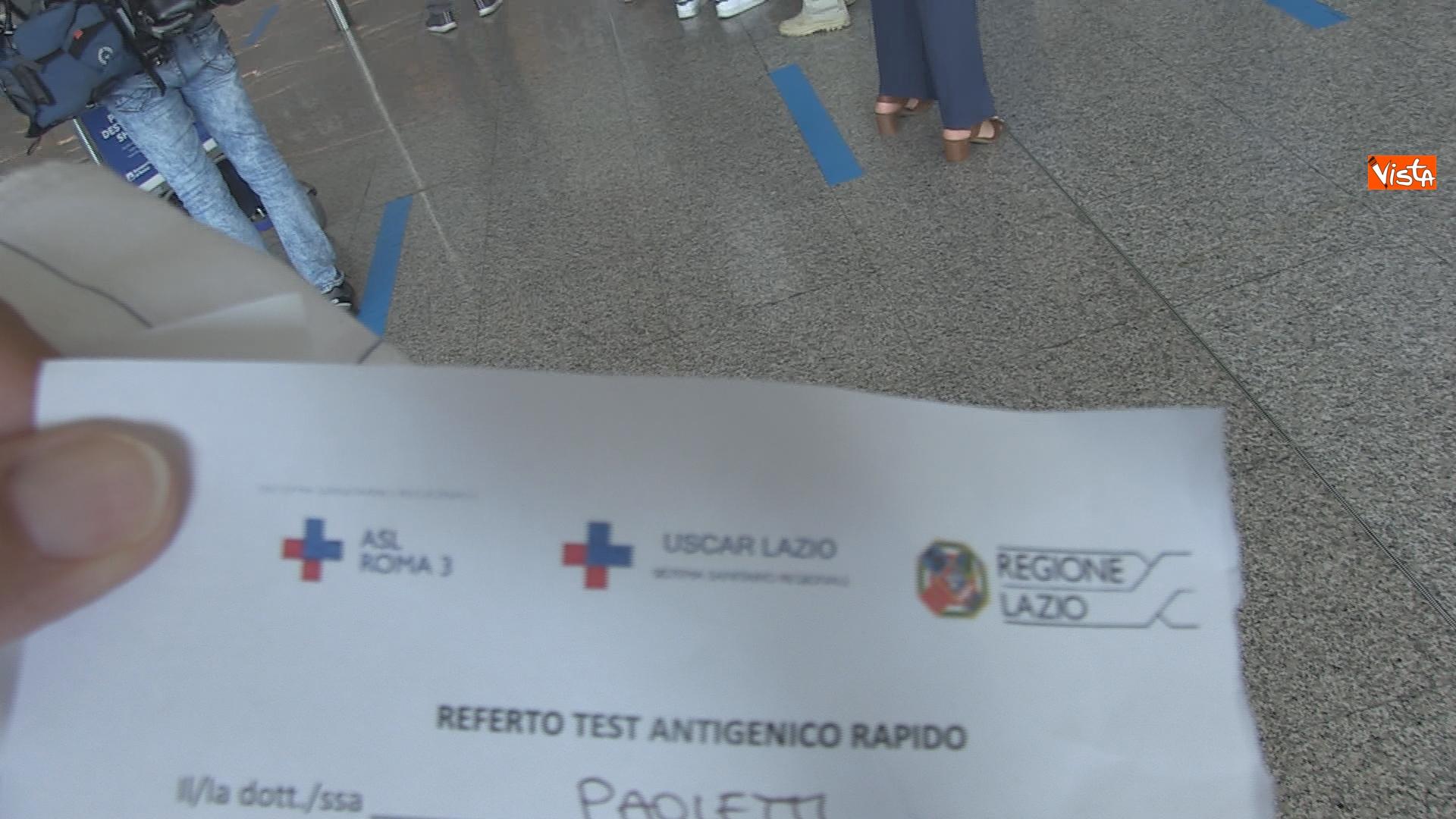 Il dettaglio di un certificato di avvenuto test Covid necessario per imbarcarsi sul volo.