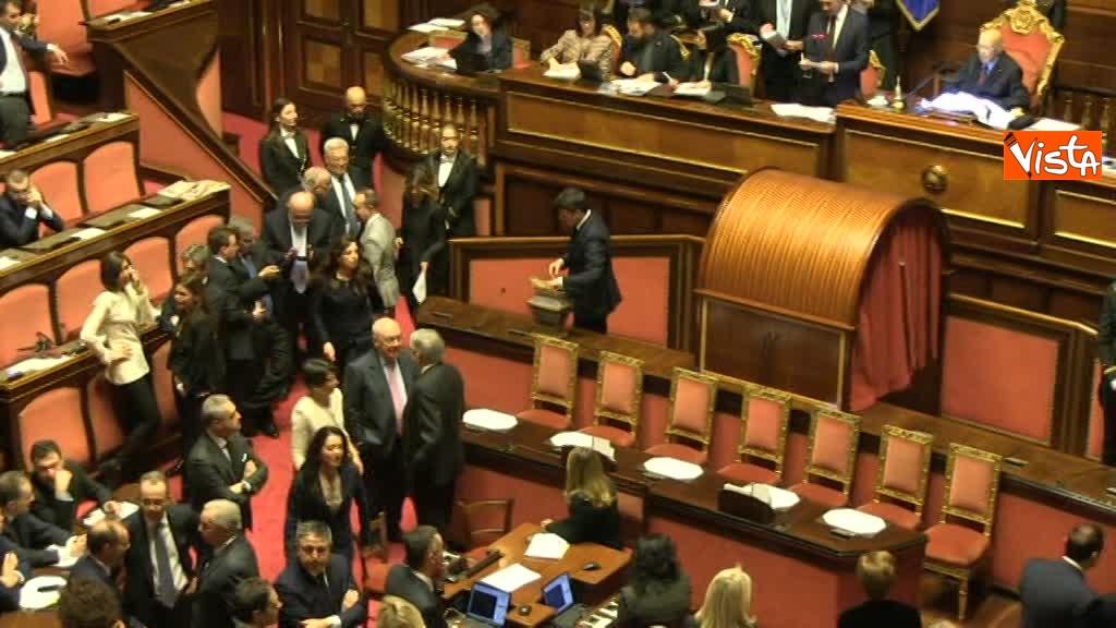 23-03-18 Renzi e Salvini, i due avversari al primo voto al Senato 01_042634093561526009780