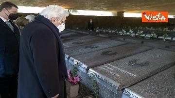 10 - Mattarella rende omaggio alle vittime delle Fosse Ardeatine