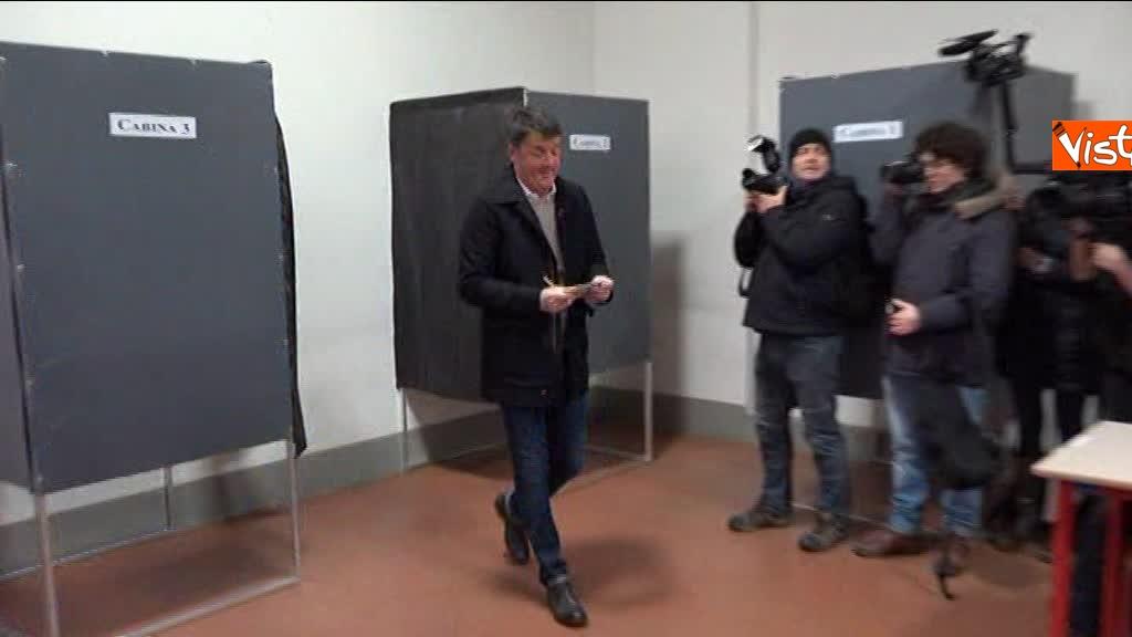 04-03-18 Renzi alle urne chiede a scrutatori come funziona adesso_04