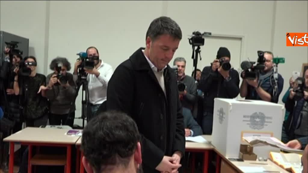 04-03-18 Renzi alle urne chiede a scrutatori come funziona adesso_03