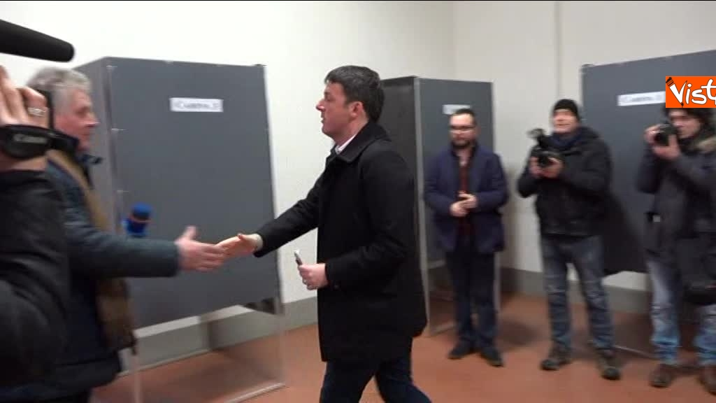 04-03-18 Renzi alle urne chiede a scrutatori come funziona adesso_08