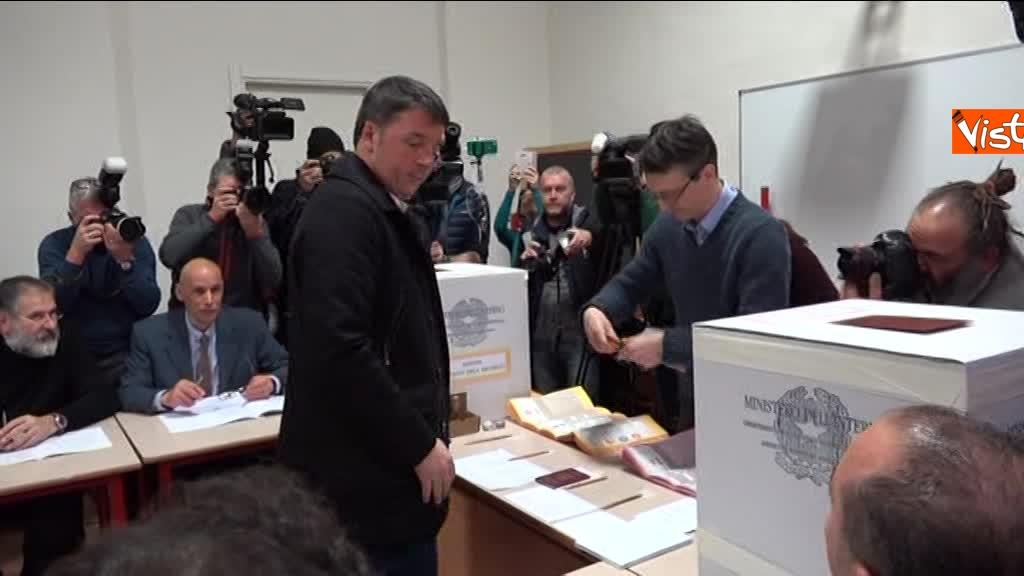 04-03-18 Renzi alle urne chiede a scrutatori come funziona adesso_06