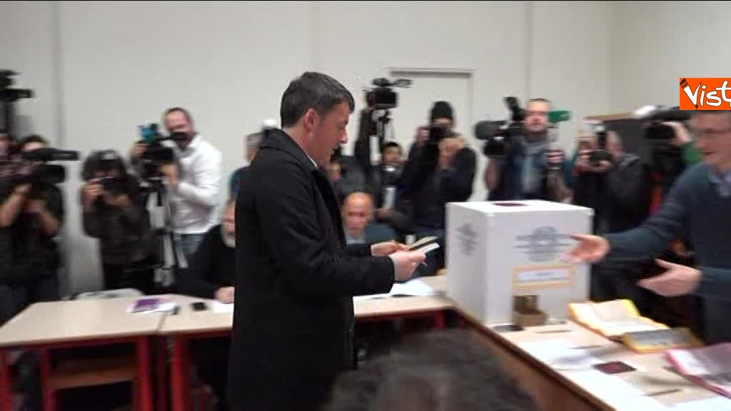 04-03-18 Renzi alle urne chiede a scrutatori come funziona adesso_05