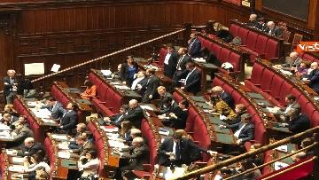 1 - Manovra, la discussione alla Camera. Governo mette la fiducia