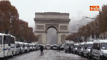 20 - Gilet gialli, scontri con la Polizia sugli Champs-Elysees