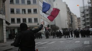 13 - Gilet gialli, scontri con la Polizia sugli Champs-Elysees