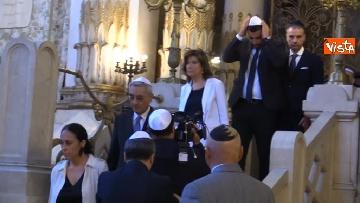 1 - La presidente del Senato Elisabetta Casellati vistita il Tempio Maggiore a Roma