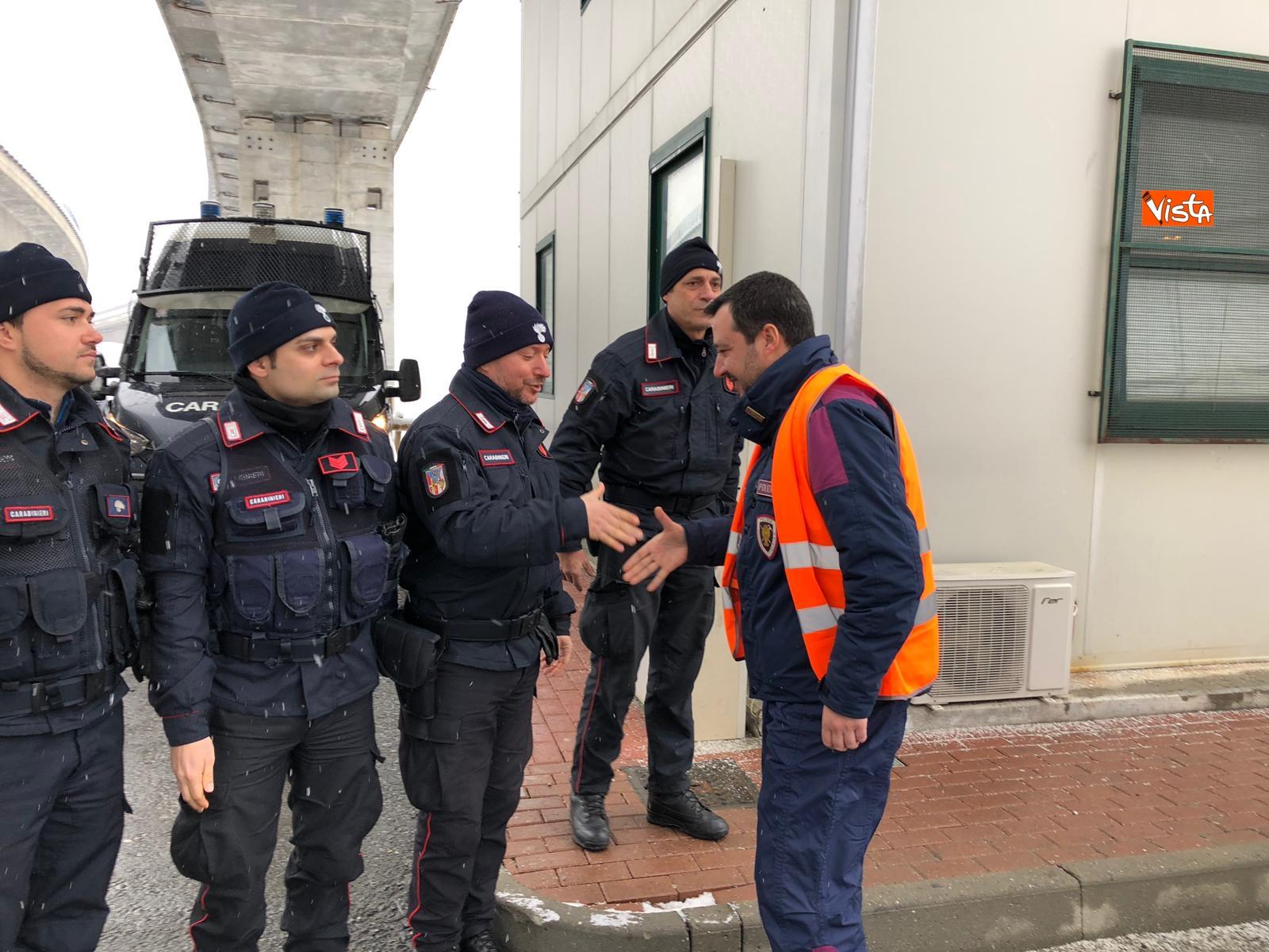 Il ministro Salvini con la polizia a Chiomonte visita i cantieri Tav