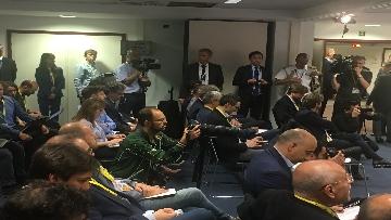 3 - La conferenza stampa di Conte al termine del Consiglio europeo, le immagini