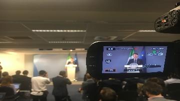 7 - La conferenza stampa di Conte al termine del Consiglio europeo, le immagini