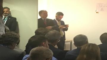 8 - La conferenza stampa di Conte al termine del Consiglio europeo, le immagini