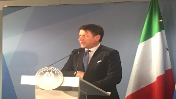 5 - La conferenza stampa di Conte al termine del Consiglio europeo, le immagini