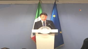 2 - La conferenza stampa di Conte al termine del Consiglio europeo, le immagini