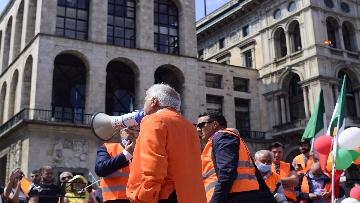 """4 - Manifestazione Gilet Arancioni, Antonio Pappalardo: """"Basta mascherine e vaccini sono pericolosi"""""""