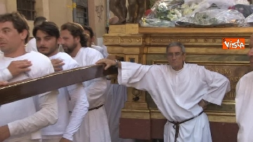 15 - Canti e preghiere alla Festa de Noantri a Trastevere, le immagini della processione