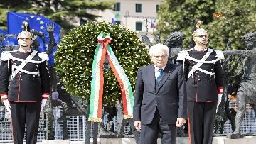 8 - 25 Aprile, il Presidente Mattarella assiste alla Cerimonia dell'alzabandiera a Vittorio Veneto