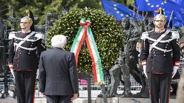7 - 25 Aprile, il Presidente Mattarella assiste alla Cerimonia dell'alzabandiera a Vittorio Veneto
