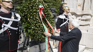 6 - 25 Aprile, il Presidente Mattarella assiste alla Cerimonia dell'alzabandiera a Vittorio Veneto