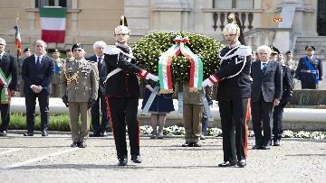 5 - 25 Aprile, il Presidente Mattarella assiste alla Cerimonia dell'alzabandiera a Vittorio Veneto