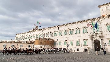 1 -  Unità d'Italia, cambio della guardia solenne dei corazzieri a cavallo al Quirinale