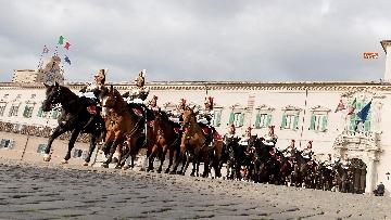 5 -  Unità d'Italia, cambio della guardia solenne dei corazzieri a cavallo al Quirinale