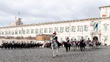 4 -  Unità d'Italia, cambio della guardia solenne dei corazzieri a cavallo al Quirinale