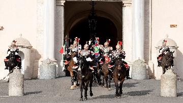 7 -  Unità d'Italia, cambio della guardia solenne dei corazzieri a cavallo al Quirinale